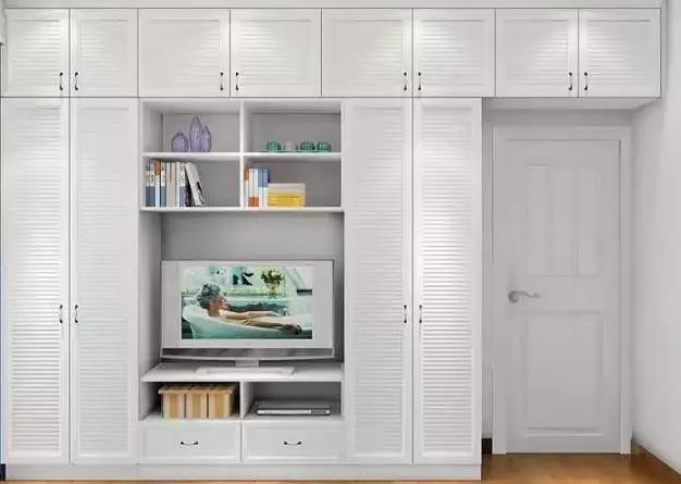 轉角空間打造轉角書桌和柜體