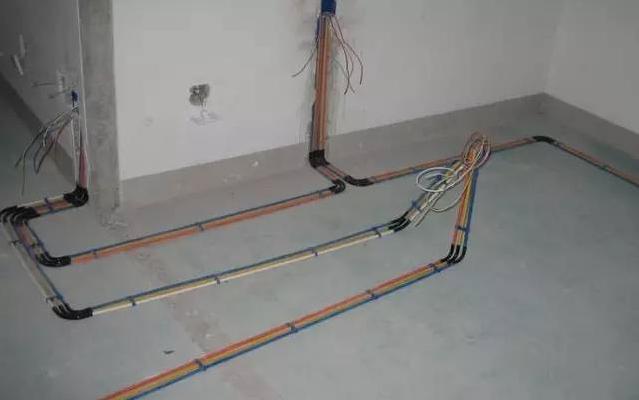 温控调节器切不可用普通照明开关,该电路必须另行铺设,直到入户电源控